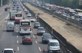 Penerapan Dua Titik Awal Contraflow Jalan Tol Dalam Kota, Lalu Lintas di Simpang Susun Cawang Ramai Lancar