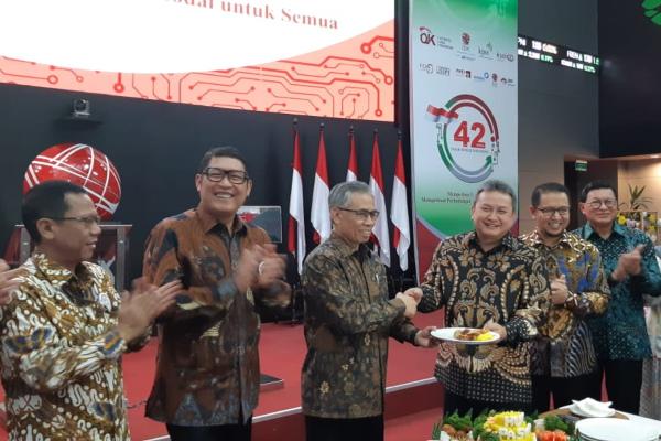 Suasana peringatan 42 Tahun Diaktifkannya Kembali Pasar Modal Indonesia di Gedung BEI, Senin (12/8/2019). - Bisnis - Dwi Nicken Tari