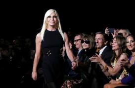 "Versace Minta Maaf Usai ""Pisahkan"" Hong Kong dan Makau dari China"