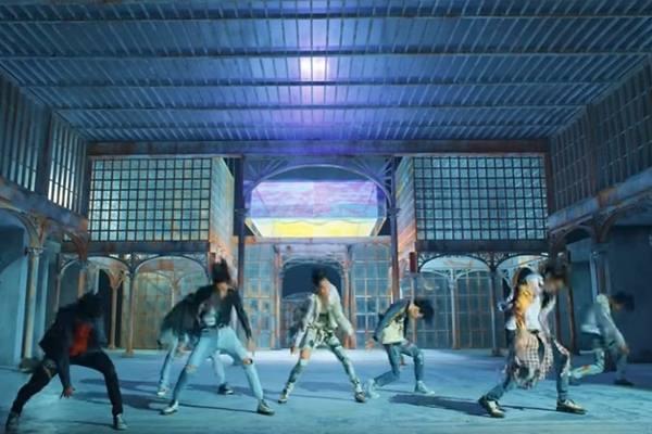 Boyband dari Korea Selatan BTS atau Bangtan Boys - Youtube