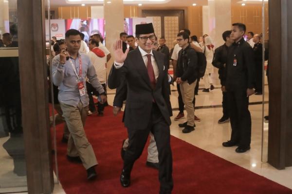 DEBAT PILPRES Cawapres nomor urut 02 Sandiaga Uno meninggalkan ruangan usai mengikuti debat Pilpres putaran terakhir di Jakarta, Sabtu (13/4/2019)/JIBI - Bisnis/Felix Jody Kinarwan