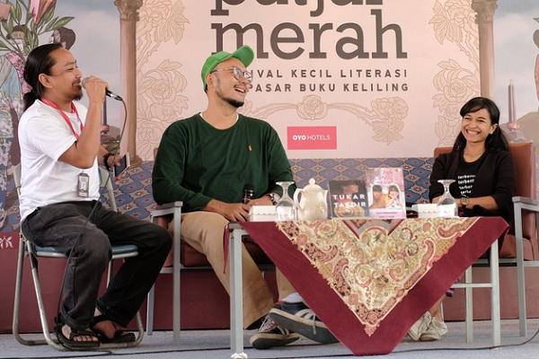 Penulis Valiant Budi Yogi (kedua dari kiri). - Twitter @vabyo