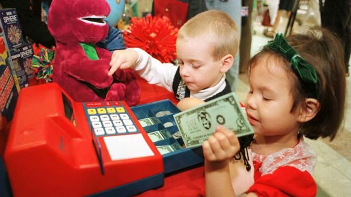 Mengenalkan konsep uang pada anak - Reuters