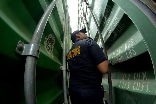 Bea Cukai Bantu Ekspor Perdana Santan Kelapa dari Palembang