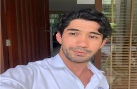 "Syuting ""Twivortiare"", Reza Rahadian Didampingi Dokter"