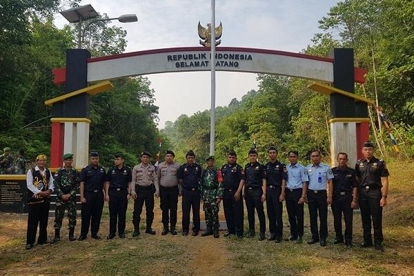 Perkuat Sinergi, Bea Cukai Entikong Gelar Upacara Hari Kemerdekaan dengan TNI, Polisi, dan Aparat Desa