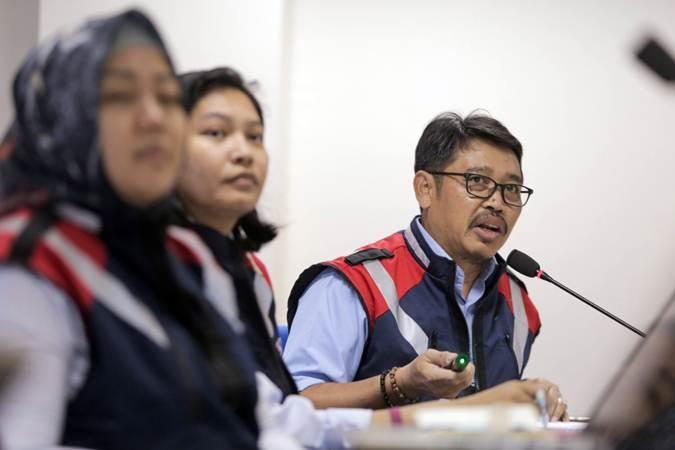 Director of Finance and Strategy PT Waskita Karya (Persero) Tbk. Haris Gunawan (kanan) memberikan paparan dalam kunjungannya ke kantor Bisnis Indonesia, di Jakarta, Senin (11/3/2019). - Bisnis/Felix Jody Kinarwan