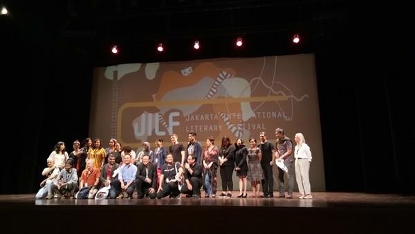 Para penulis dan kurator JILF dalam acara pembukaan festival di Taman Ismail Marzuki