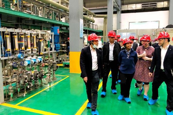 Menteri BUMN Rini M. Soemarno didampingi Direktur Utama PT Inalum (Persero) Budi G. Sadikin dan Direktur Utama PT Antam Tbk Arie Ariotedjo mengunjungi pabrik Zhejiang Huayou Cobalt Company Ltd. dalam kunjungannya ke China (17/5/2018). Kunjungan Menteri Rini ini dalam rangka menjajaki kerja sama untuk mempercepat hilirisasi industri pertambangan di Indonesia.  - KEMENBUMN