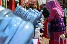 Pesta Rakyat, Puluhan Galon Isi Ulang Berbaris di Alun-Alun Wonogiri