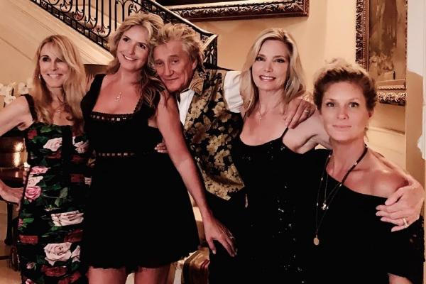 Dari kiri ke kanan : Alana Stewart, Penny Lancaster, Rod Stewart, Kelly Emberg and Rachel Hunter - Instagram Kelly Emberg