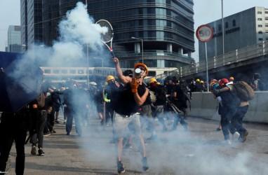 Polisi Hong Kong Mulai Tembakkan Gas Air Mata ke Demonstran