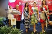 Tiga Ratu Kecantikan Kolombia Promosikan Batik Indonesia