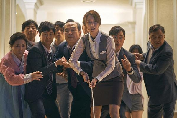 Cuplikan film Korea Exit yang dibintangi Im Yoon/a dan Jo Jung/suk / Dok. koreadaily.com