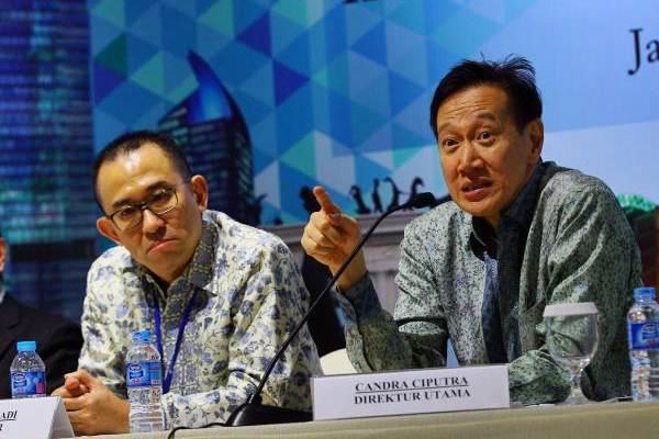 Direktur Utama PT CIputra Development Tbk. (CTRA) Candra Ciputra (kanan), memberikan paparan didampingi Direktur Harun Hajadi, di sela-sela paparan publik di Jakarta, Kamis (15/6). - JIBI/Dwi Prasetya