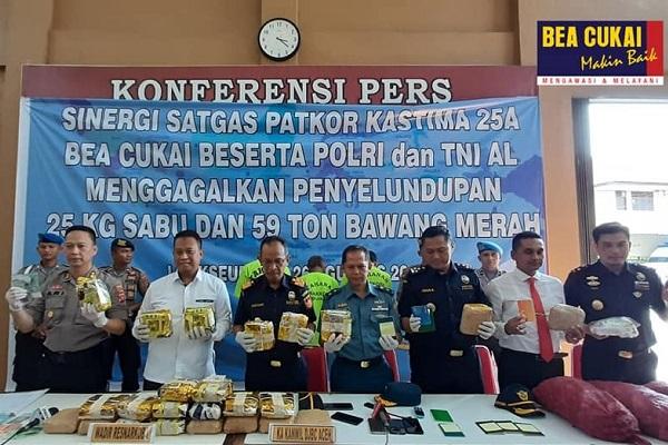 Bea Cukai Aceh Gagalkan Penyelundupan Sabu dan Bawang Merah di Perairan Jamboaye