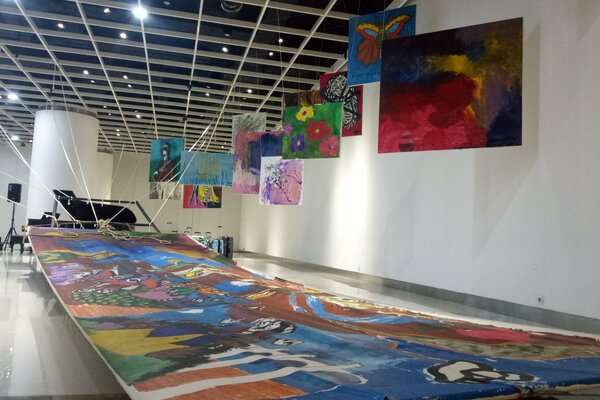 Pameran seni Outsider Artpreneur 2019 bertema Pasung Kapal Lepas dikuratori oleh pengamat seni Jean Couteau, sedangkan pelukis Hanafi sebagai pendamping seniman.