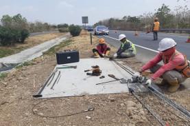 Pemasangan Tali Baja di Median Jalan Tol Cikopo Selesai…