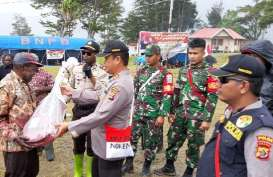 Situasi Kondusif, Satgas Binmas Noken Polri Gelar Acara Bakar Batu di Ilaga, Papua