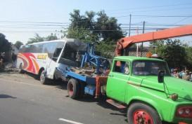 Foto-Foto Bus Mira Gasak Tiga Rumah di Pinggir Jl. Solo-Jogja