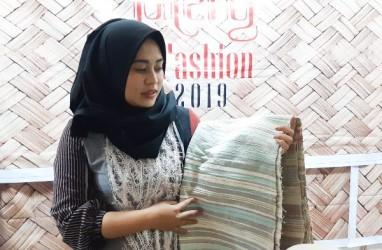 Jateng in Fashion 2019 : Batik dan Tenun Cilacap Unjuk Kebolehan