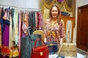 Perancang Elga Naldy Bawa Kain Songket ke Ajang Mode Internasional di Rusia
