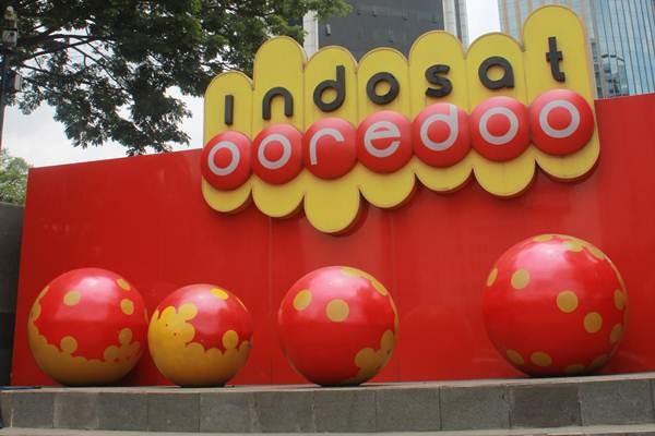 Logo Indosat Ooredoo di kantor pusat PT Indosat Tbk. - Indosat