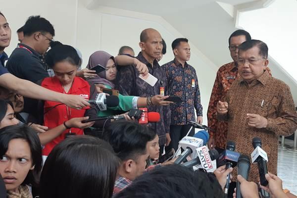 Wapres Jusuf Kalla memberi keterangan kepada wartawan. - Bisnis/Anggara Pernando