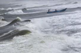Gelombang di Pantai Selatan Capai 5 Meter, Nelayan dan Usaha Wisata Diminta Waspada