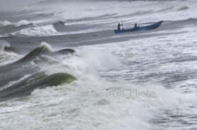 Gelombang di Pantai Selatan Capai 5 Meter, Nelayan…