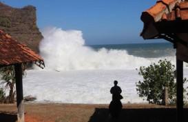 Gelombang Pantai Selatan Jateng-DIY 6 meter, Nelayan dan Feri Diminta Waspada