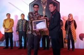 Dirut Pelindo IV Farid Padang Terima Penghargaan 7Sky Media Award 2019