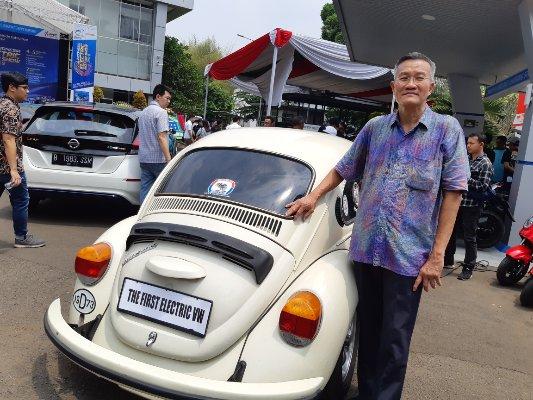 Rudi Susanto, pemilik dari mobil Volkswagen atau VW electric - Bisnis/Agne Yasa