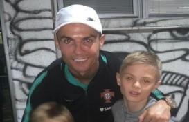 Usai Kalahkan Serbia, Cristiano Ronaldo Foto Bareng Anak Nemanja Matic