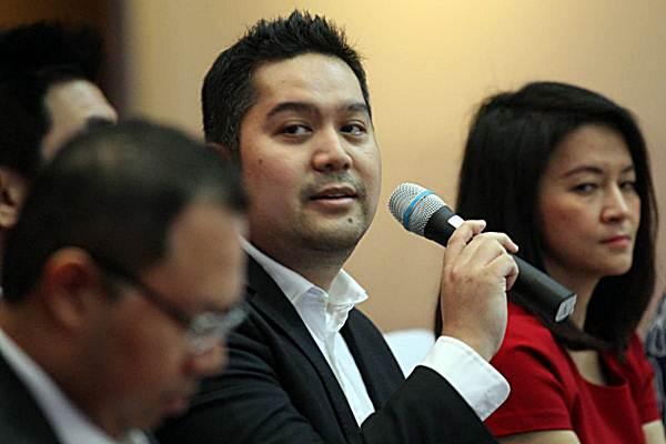 President dan CEO PT Pinnacle Persada Investama Guntur Putra (tengah) memberikan penjelasan pada konferensi pers peluncuran Pinnacle FTSE  Indonesia ETF (XPFT), di Jakarta, Senin (10/9/2018). - JIBI/Dedi Gunawan
