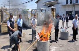 9 Kontainer Barang Tidak Sesuai Izin Impor Dimusnahkan di Surabaya