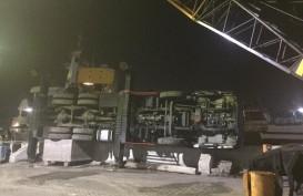 Sebuah Mobile Crane Ambruk di Pelabuhan Tanjung Emas Semarang