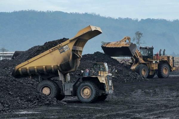 Aktivitas di area pertambangan batu bara PT Adaro Indonesia, di Kabupaten Tabalong, Kalimantan Selatan, Selasa (17/10). - JIBI/Nurul Hidayat