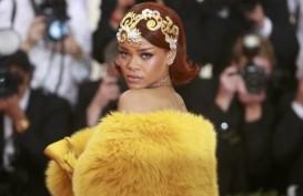 """New York Fashion Week: Tampilkan Koleksi """"Savage X Fenty"""", Rihanna Larang Pengunjung Memotret"""