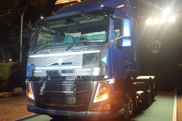Truk Volvo FM 440 6X2T - Bisnis/Ilman Sudarwan