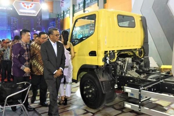 Gubernur Sulawesi Selatan Nurdin Abdullah saat meninjau GIIAS Makassar 2019, Rabu (11/9/2019). - Gaikindo