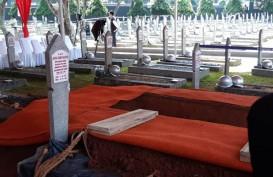 Ratusan Masyarakat Saksikan Prosesi Pemakaman B.J. Habibie dari Dekat