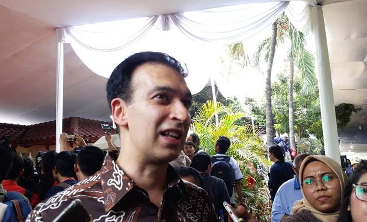 Produser MD Pictures, rumah produksi yang memproduksi sekuel film Habibie & Ainun, Manoj Punjabi di kediaman almarhum Presiden Indonesia ke-3 B.J. Habibie. JIBI/Bisnis - Ria Theresia Situmorang