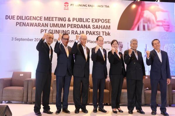 Jajaran Direksi dan Komisaris PT Gunung Raja Paksi Tbk. berpose setelah due diligence meeting & public expose IPO, 3 September 2019. - Istimewa