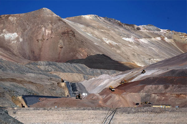 Kawasan tambang emas Veladero Barrick Gold Corp  -  REUTERS
