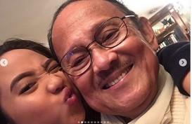 Cucu B.J. Habibie: Hatiku Sakit Eyang…