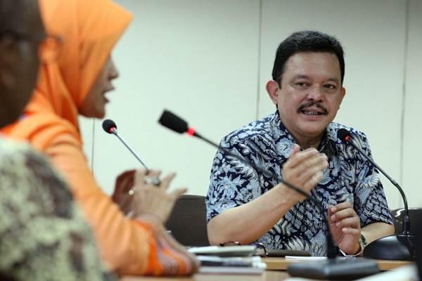 Director Corporate Affairs PT Japfa Comfeed IndonesIa Tbk Rachmat Indrajaya memberi penjelasan saat  berkunjung ke kantor redaksi Bisnis Indonesia, di Jakarta, Rabu (23/5/2018). - JIBI/Dedi Gunawan