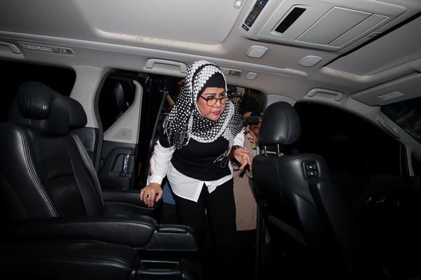 Ratu dangdut Elvi Sukaesih  -  ANTARA FOTO/Rivan Awal Lingga
