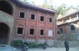 Menikmati Kopi di Warung Bernuansa Kastil di Kalibawang