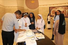 Batik Merambah Rohaniwan Katolik Vatikan